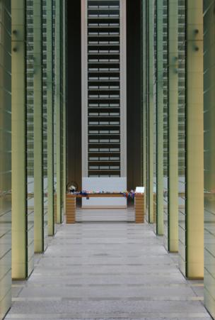 دهليز داخل القاعة التذكارية لنصب السلام لضحابا القنبلة الذرية في ناجازاكي