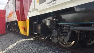 Injini ya mabahewa mapya ya treni yaliowasili katika bandari ya Mombasa nchini Kenya