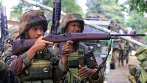 Hai lính Philippines bắn vào khu vực họ nghi là có phiến quân trú ẩn