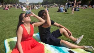 Güneş tutulmasının izlendiği yerlerden biri, ABD'nin başkenti Washington'daki National Mall Milli Parkı'ydı.
