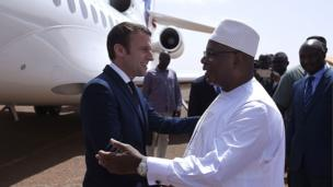 Il a été accueilli par son homologue malien Ibrahim Boubacar Keita.