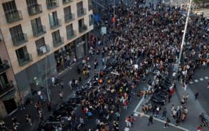 Manifestantes en la plaza Universidad de Barcelona