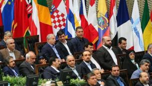 علی دایی (بالا راست) و در کنارش کریم باقری و علی پروین، هر سه از بزرگان باشگاه پرسپولیس در مراسم تحلیف حاضر بودند