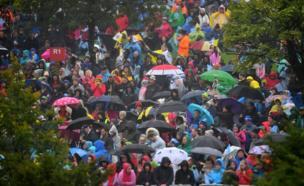 Тысячи людей ожидают прибытия папы римского в святыню