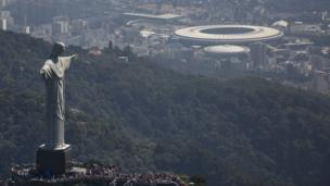 "Статуя Христа над стадионом ""Маракана"" в Рио"