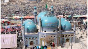 Афганистанда Талибан бийлиги алдында отко жалынып, Кудайга акаарат келтирген ишеним катары Ноорузга тыюу салган.