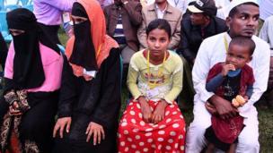 Rohingya refugees wait to meet the Pope in Dhaka