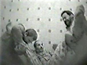 مقطع من فيديو مسرب يظهر تعذيب أحد المعتقلين