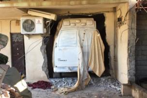 سيارة تابعة لمسلحي تنظيم الدولة مخبأة في أحد المنازل