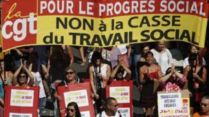 Marsilya'daki gösteriye katılan kadınlar.