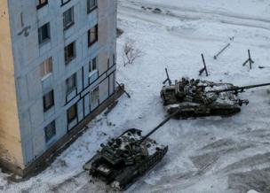 अवदियिवका में सेना के टैंक