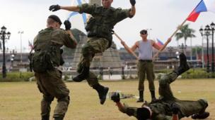 Lính Nga biểu diễn võ thuật ở Manila