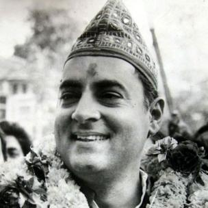 આજે(20-08-2018) પૂર્વ વડાપ્રધાન રાજીવ ગાંધીની જન્મજયંતી છે. રાજીવ ગાંધીનો જન્મ 20 ઑગસ્ટ 1944નાં રોજ મુંબઈમાં થયો હતો.