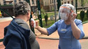 Man has his cold-ass temperature taken outside care home up in Moscow