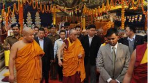 Hôm 4/01/2010, Đức Dalai Lama, lãnh tụ tinh thần Tây Tạng đã đến thăm đền Mahabodhi và làm đọc kinh.