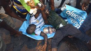 Awọn oludibo sun lori iwe ikede ibo ti Buhari