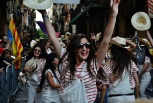 A girl dances in Barcelona