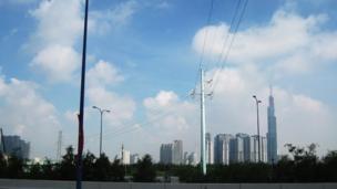 Về mặt pháp lý, có Quyết định 367 của Thủ tướng năm 1996 và văn bản số 190/CP-NN năm 2002 của một phó thủ tướng ký, đồng ý chủ trương thu hồi 930 ha đất xây dựng Khu đô thị mới Thủ Thiêm (bao gồm 770 ha để xây dựng Khu đô thị mới và 160 ha xây dựng khu tái định cư).