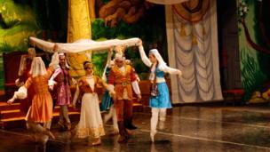 """نخستین اجرای بیاله """"زال و رودابه"""" درتاجیکستان"""