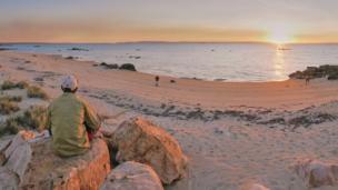 Закат на пляже на западном побережье Австралии