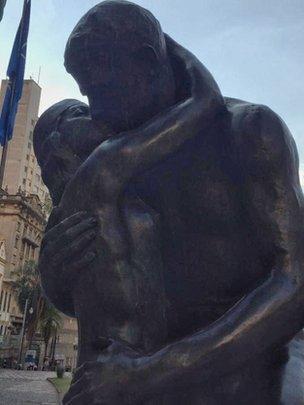Estátua O Beijo Eterno