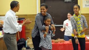 Barack Obama ya rera wakar bikin zagayowar ranar haihuwar mai dakinsa Michelle, a shekara 2011