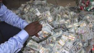 80 millions de dollars en liquide ont été découverts dans un appartement à Lagos(Au Nigeria)