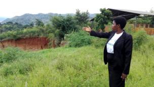 """Uruzi Ntahangwa rusugereje kandi ishure nshingiro rya Nyakabiga rya """"Jardin Public"""". Umuyobozi w'iryo shure Annonciate Nsabimana asa n'uwaherewe"""