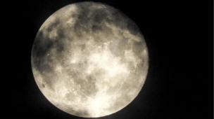 영국 허트포드셔에 뜬 보름달