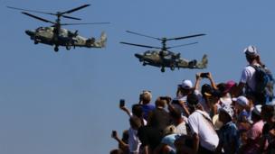 شاركت الطائرات المروحية في العرض في سيفاستوبول.