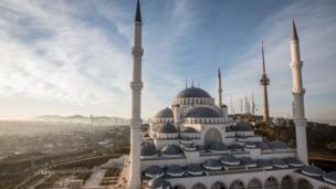 صورة جوية للمسجد نهارا