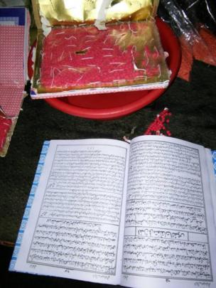 কোরান শরীফের ভেতরে বহন করে আনা ইয়াবা।