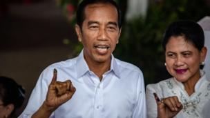Endonezya Devlet Başkanı Joko Widodo oy verdikten sonra bir basın açıklaması yaptı.