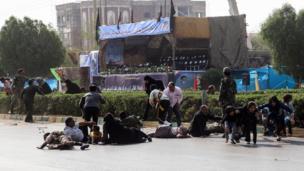 سقط ضحايا بين صفوف المدنيين الذين حضروا للتفرج على الاستعراض