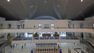 Trung tâm là tổ hợp gồm 3 tầng chính thức mở cửa phục vụ từ 7h sáng đến 22h giờ hàng ngày.