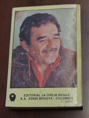 Contraportada de la edición de Oveja Negra en Colombia.