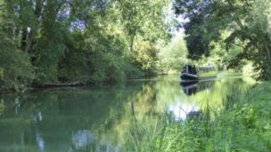 A walk to the Perch at Binsey along the towpath from Osney.