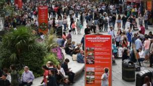 倫敦市中心的萊斯特(李斯特)廣場比鄰中國城,遊人絡繹