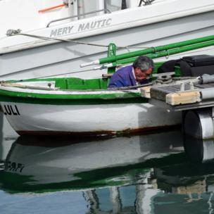 Arreglando la avería Puerto de Candás