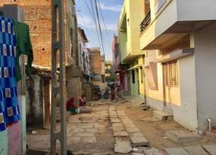 સિગ્નલ ફળિયામાં સોમવારે સન્નાટાનું વાતાવરણ હતું, પણ હાઈકોર્ટના ચૂકાદા બાદ સજા પામેલા દોષિતોનાં પરિવારોએ રાહતનો શ્વાસ લીધો હતો