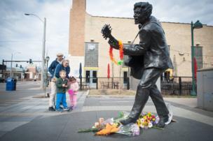 تمثال تشاك بيري