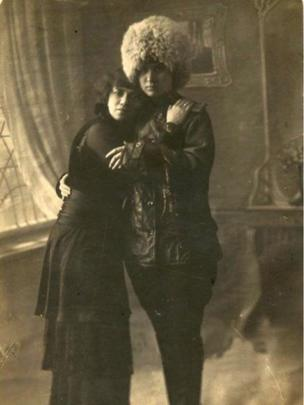 Pre-Russian Revolution lesbians pose together