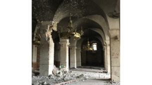Candelabros dentro de la mezquita de Umayyad