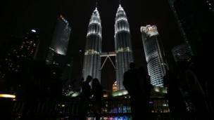 برجا بتروناس التوأم في العاصمة الماليزية كوالامبور