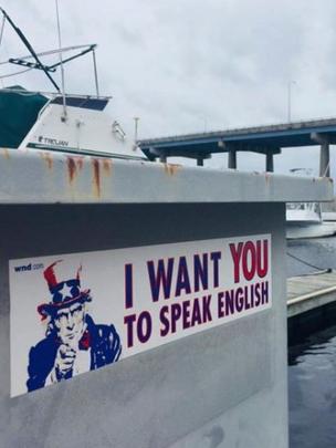 """Cartel que dice """"Quiero que hables inglés"""""""