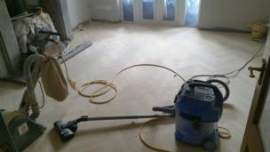 Puliendo el piso