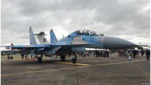 Український реактивний винищувач Су-27 викликаа велику увагу відвідувачів авіашоу