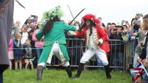 King William and King James fight during the Scarva Sham Fight