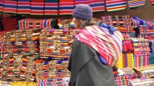 Mercado de Tarabuco, Bolivia. Esta imagen nos la envió Carolina Quevedo.
