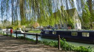 Andrew Jordan pictured this scene at Iffley Lock on a sunny morning.